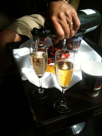 Hotel Sorella CITYCENTRE: Mimosas!!