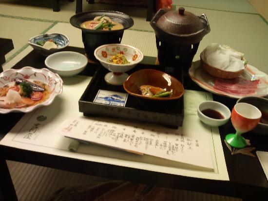 Yoshikawaya: メニューが筆書きで添えられてます
