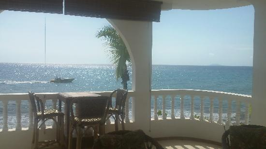 Coconut Palms Inn : Daytime view from our private balcony.