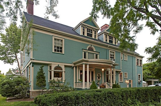 A B&B at The Edward Harris House Inn: The main Inn