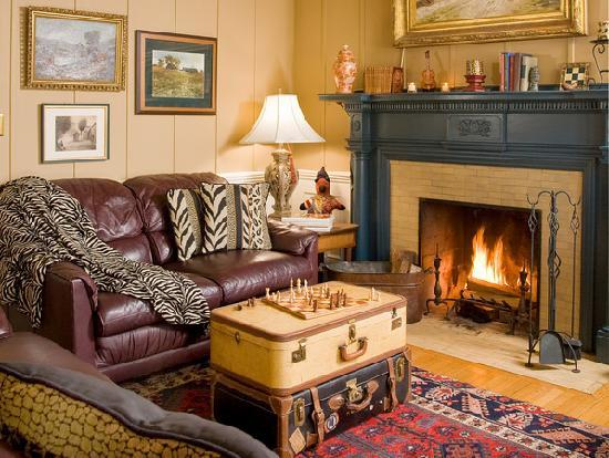 A B&B at The Edward Harris House Inn: The Library
