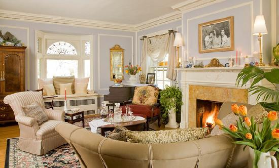 A B&B at The Edward Harris House Inn: The Living Room