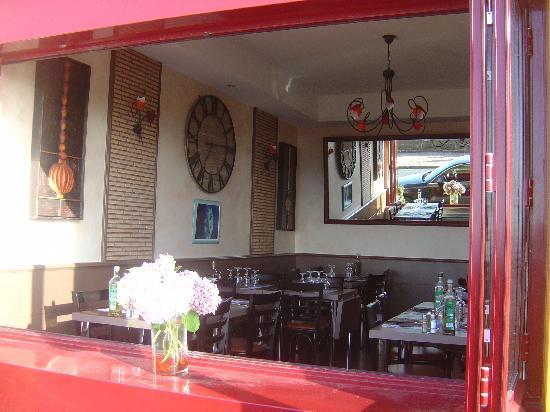 Pizzeria Chez Jean Pierre : l'été fenêtres ouvertes sur la belle vue mer