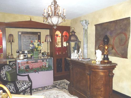 Chartreuse B & B: Entry Parlor