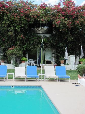 kid friendly pool - lanai rooms