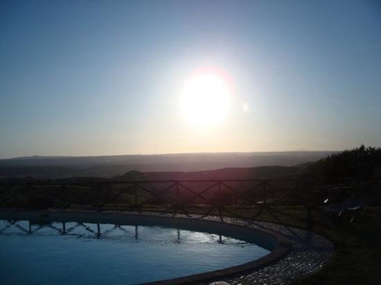 Trenta Querce: la piscina al tramonto