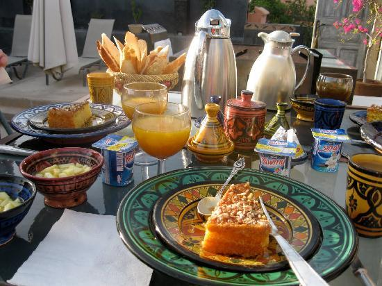 Riad Alamir: Breakfast on the terrace