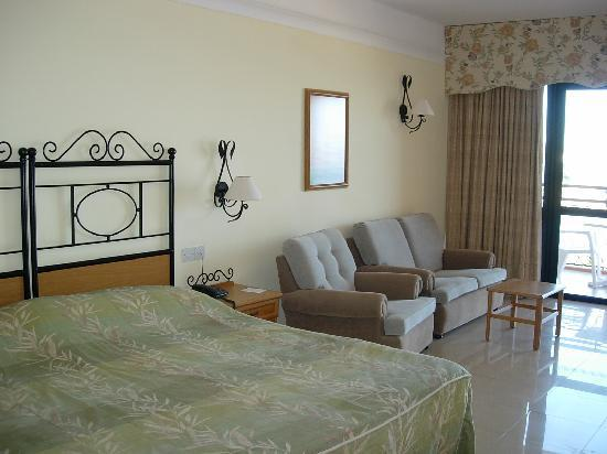 Ramla Bay Resort: Our panoramic sea view bedroom