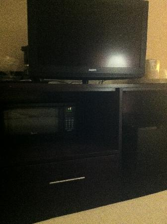 View Inn and Suites JFK: tv
