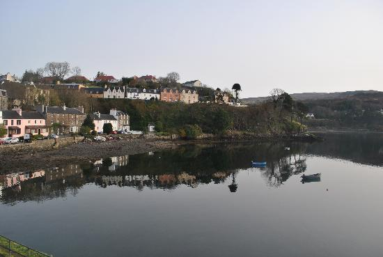 Pier Hotel: View from our window of Portree Harbour