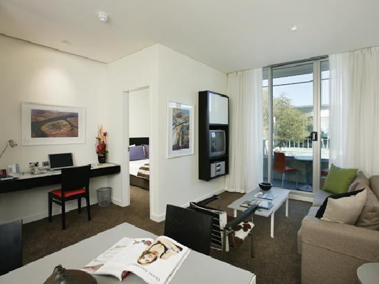 Adina Apartment Hotel Perth: Medina Grand Perth - One Bedroom Apartment (Living Room)
