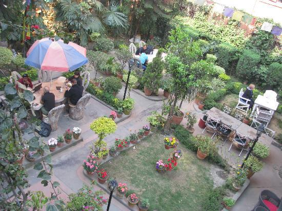 Hotel Ganesh Himal: the gardent