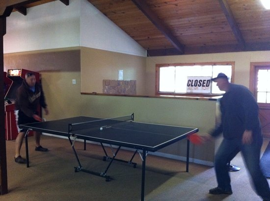 Gold Country Campground and Resort: ping pong in the game room