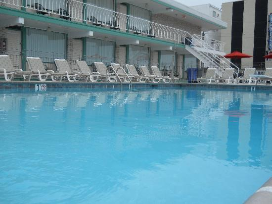 Wildwood Crest, Nueva Jersey: Pool/ Lounges