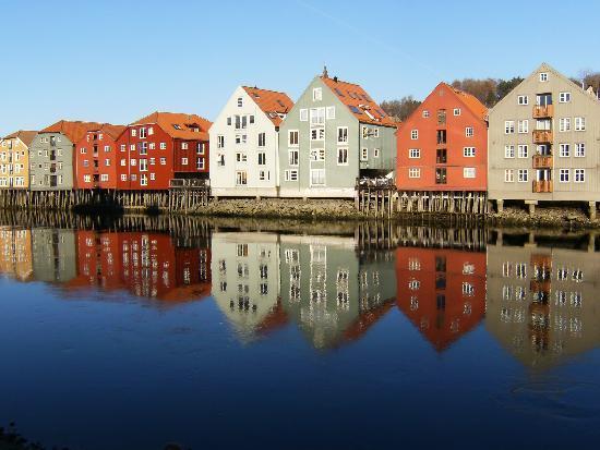 Trondheim: le case sul fiume