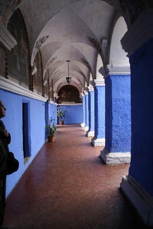 Αρεκουίπα, Περού: blau und rot