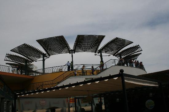 "Shopping Center Larcomar (Centro Comercial Larcomar): sieht hier aus ""wie bei uns"" ... aber"