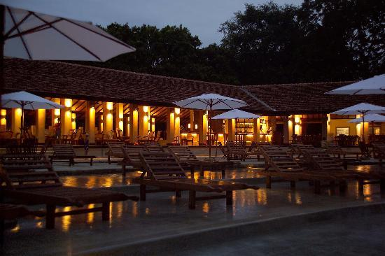 Habarana Village by Cinnamon: Pool area at night