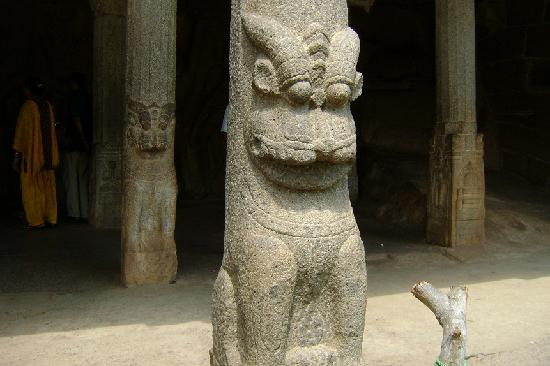 Krishna Mandapam: 柱にも彫刻