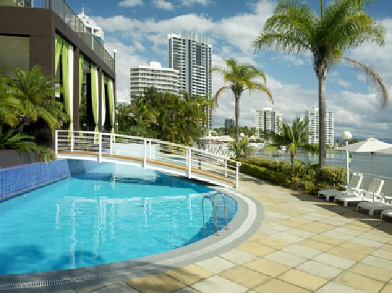 Vibe Hotel Gold Coast - Hotel Pool