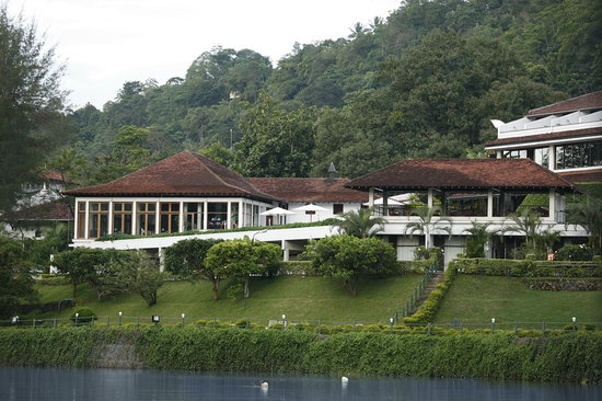 Cinnamon Citadel Kandy : Exteriors of the hotel