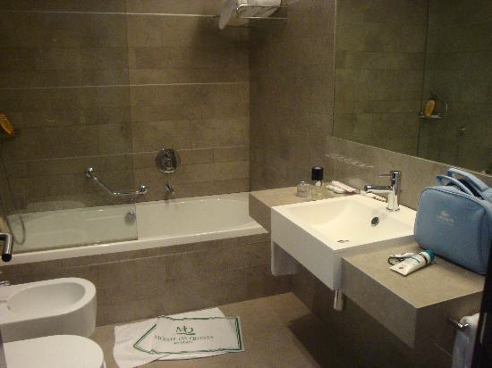 Monte da Quinta Resort: baño grande en el dormitorio