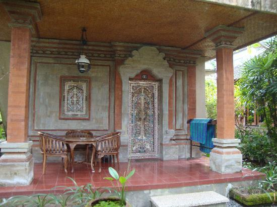 Ubud Bungalow : The front of the rooms, stunning buildings