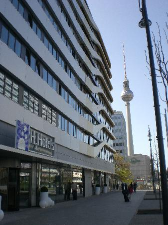 Au enansicht mit fernsehturm picture of h2 hotel berlin for Alexanderplatz hotel