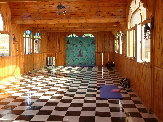 بلو بيتش كلوب: Inside the yoga shala