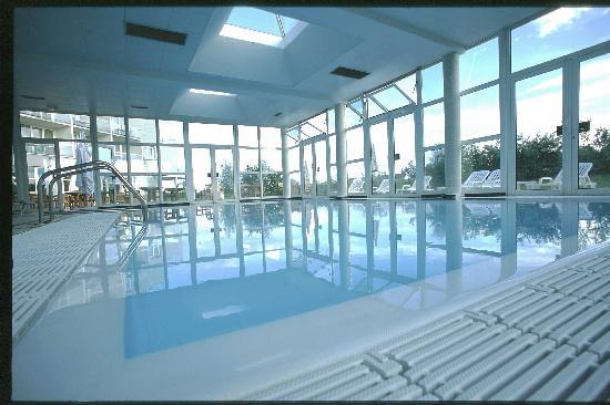 Novotel senart golf greenparc hotel st pierre du perray for Hotel saint nectaire piscine