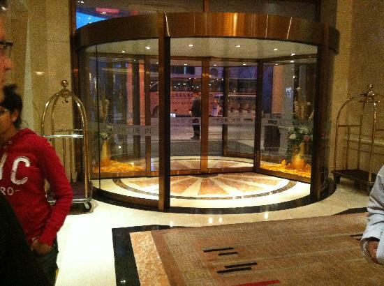 Blue Horizon International Hotel Shanghai: Front Door Blue Horizon
