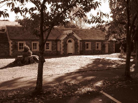 Old Ivy House: Farmhouse in Killarney