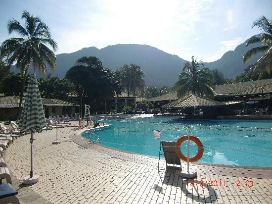 Damai Beach Resort: Sauberer Pool