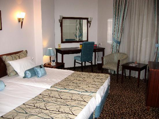 BEST WESTERN PLUS Khan Hotel: Room