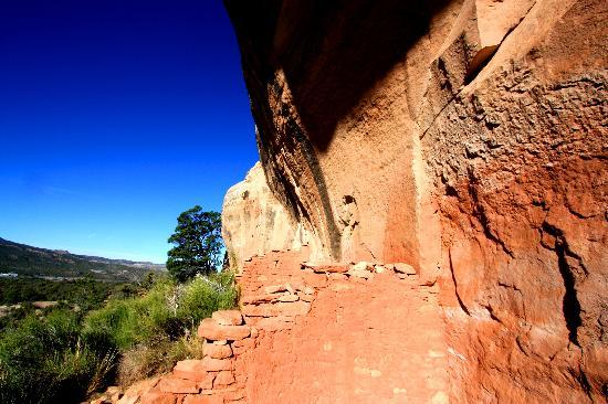 Kelly Place: cliff dwelling