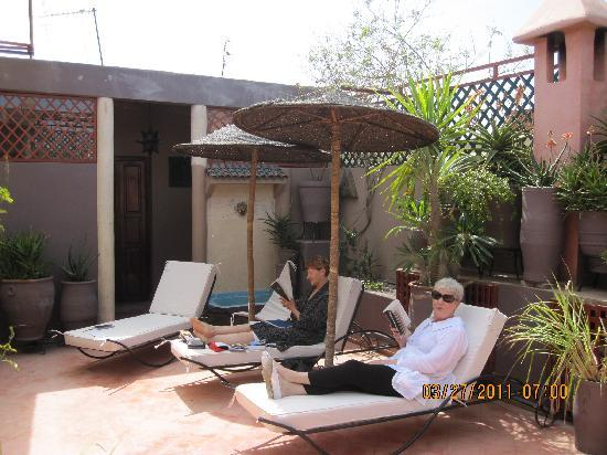 Riad Zen House: Lounging on the roof
