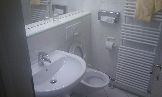Hotel Imlauer & Bräu: bathroom