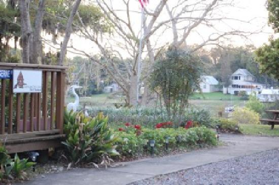 Cabin on the Lake Bed and Breakfast : The gardens and Lake Helen