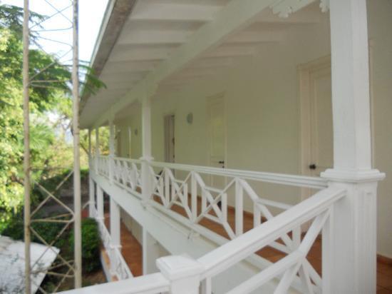 Hotel Todoblanco: entrada a las habitaciones