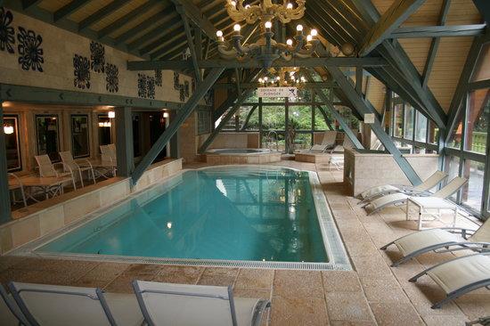 Hostellerie La Cheneaudiere - Relais & Chateaux: une des plus belles piscines intérieure jamais vue