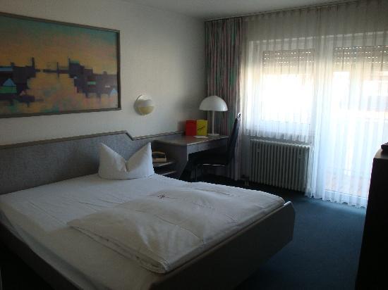 Ambassador Hotel Karlsruhe: Bedroom