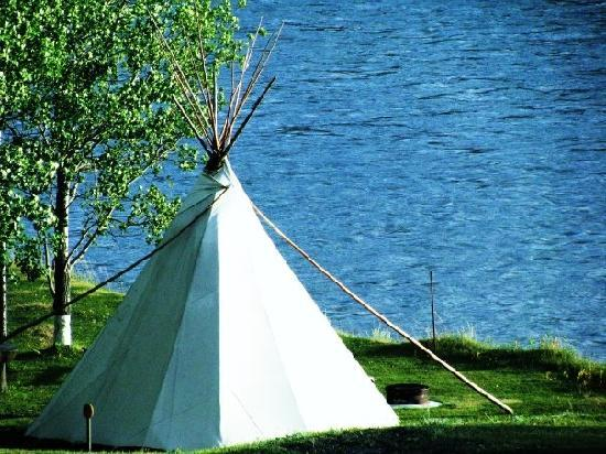 Old Entrance B 'n B Cabins & Teepees: Teepee on the river