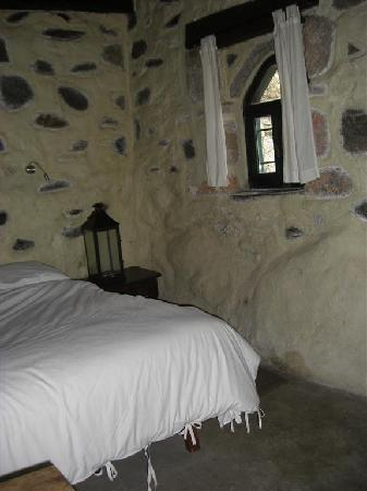 Milia Mountain Retreat: Bed area