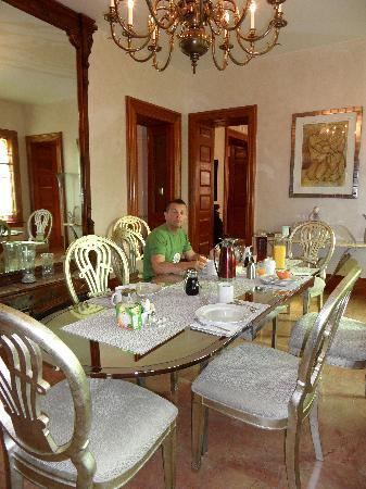Mt. Vernon Square Bed and Breakfast: the breakfast area