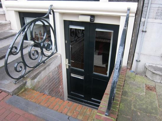 Sunhead of 1617 : front door