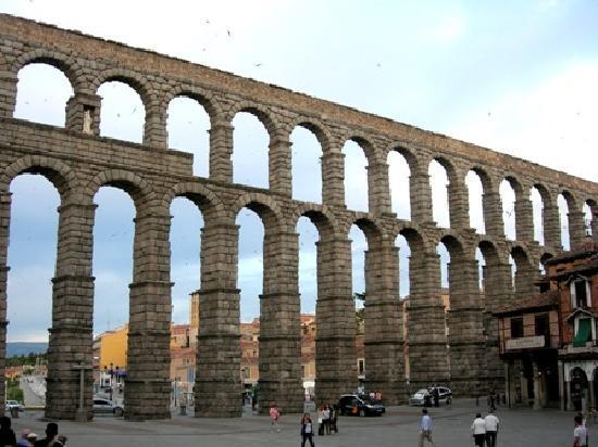 Aqueduct view 4 - Picture of Segovia Aqueduct, Segovia ...
