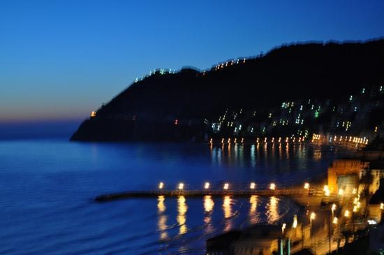 Hotel Villa Giulia: Laigueglia by Night dalla camera