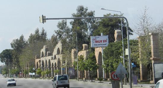 Belek, Turquía: Künstliche Umrandung einer künstlichen Stadt