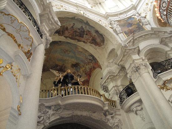 Hotel Pinot : stunning inside St Nicolas church