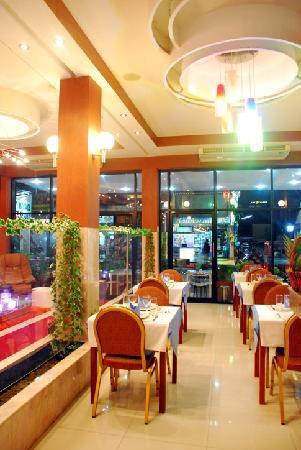 Palm Beach Hotel Phuket: Restaurant